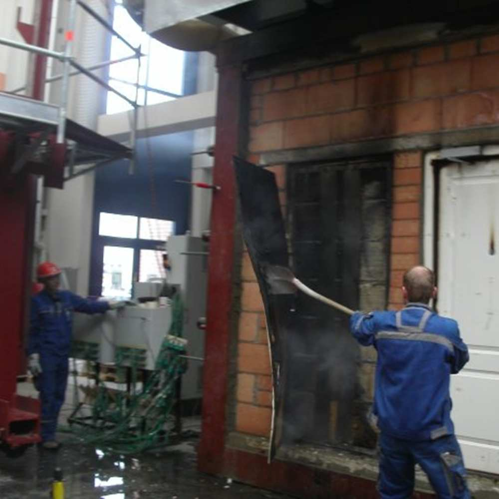 16_Examination of door structure after fire test