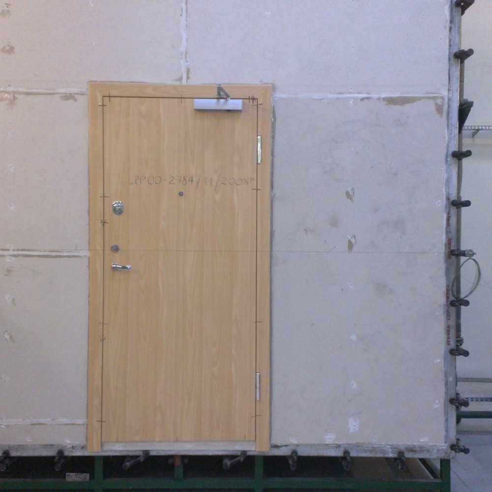 02_Security entrance door ready for smoke test