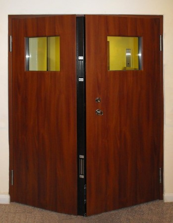 0146_Double leaf entrance door with magnetic locks