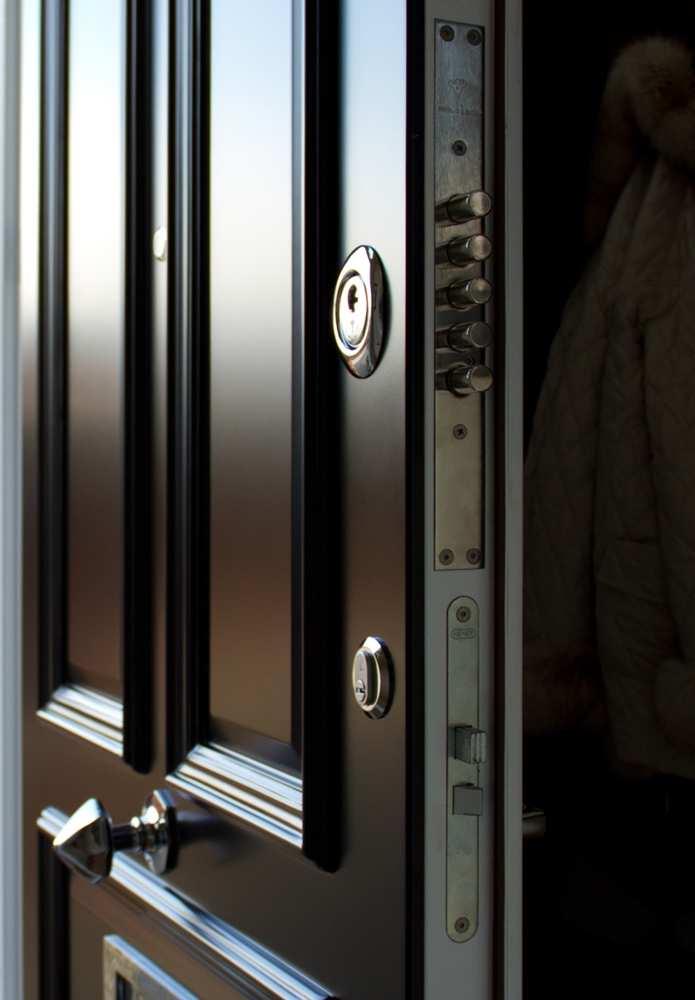 Front door combination locks world class combination for Front door lock with code