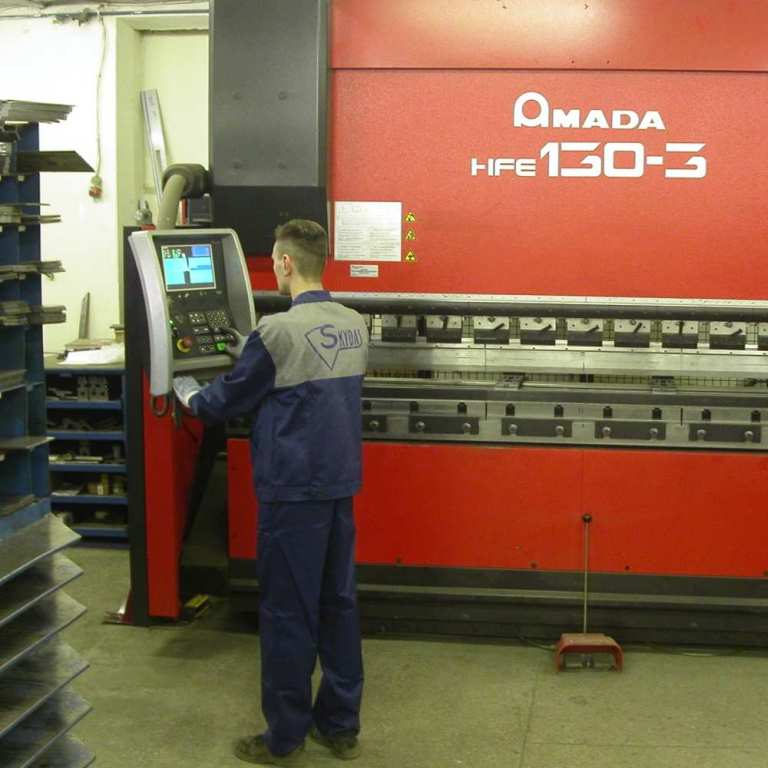 03_operator prepares japanese amada cnc bending machine for manufacturing process